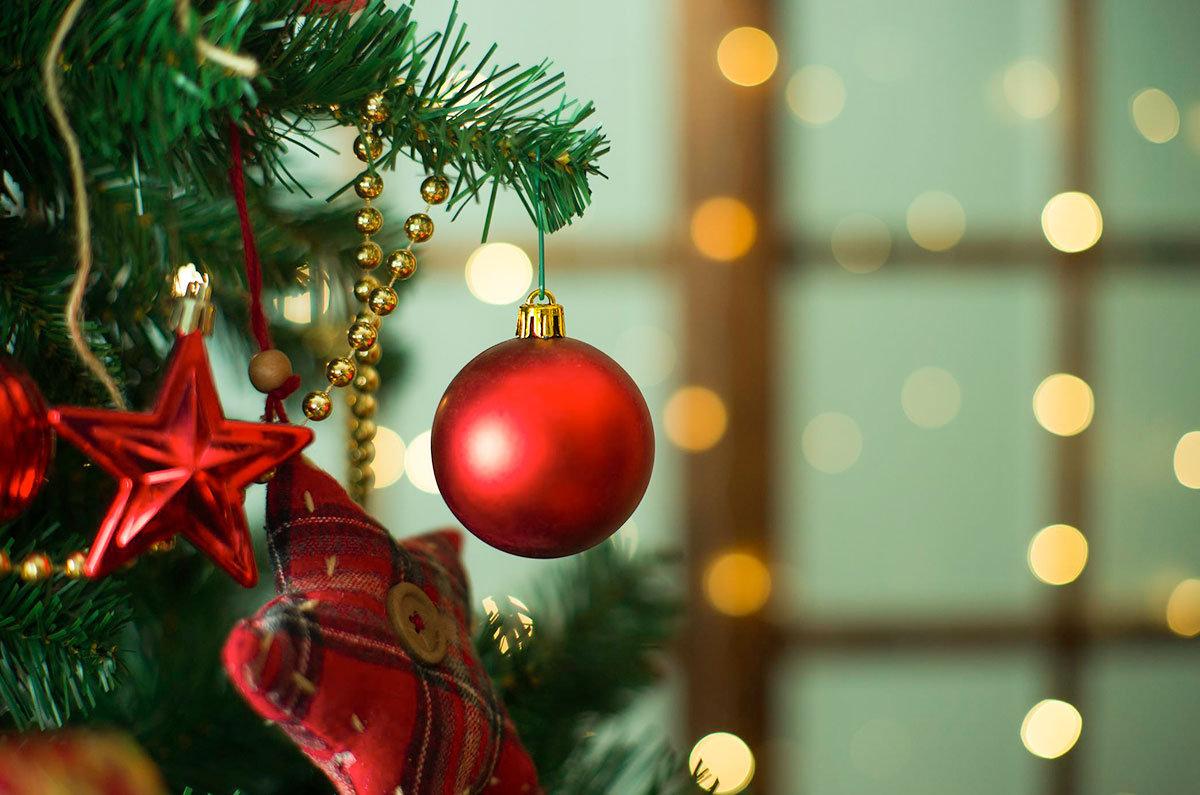 How Did Red And Green Become Colours Of Christmas Beyond Pink World